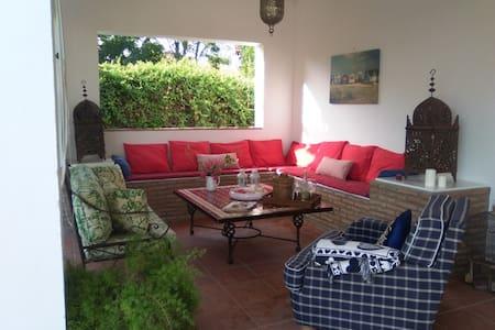 Villa Tarantela, turismo y relax. - Los Palacios y Villafranca