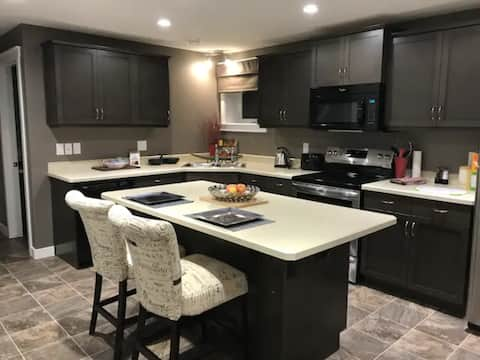 Beautiful 1 BR Suite - Executive or Couple