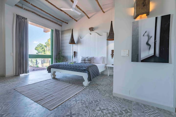 Seclude Light & Shadows - 4 bedroom Luxury Stay