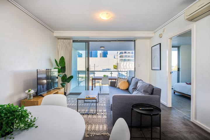 Spacious & Perfectly Positioned! City Views!