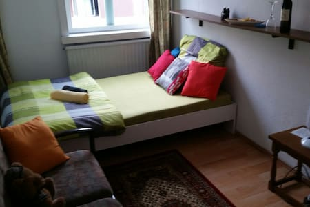 Cheap room, 5 minutes to metro, 14 min to centrum - Vienne - Appartement