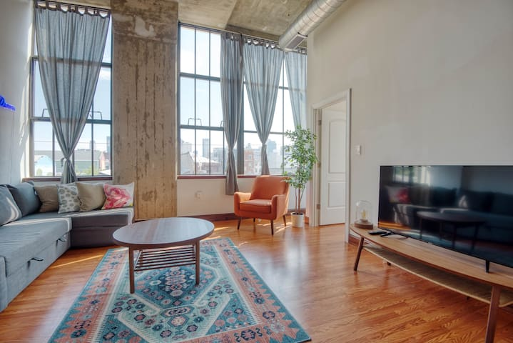 Superb Colorful 2BR with paid On-Site Parking
