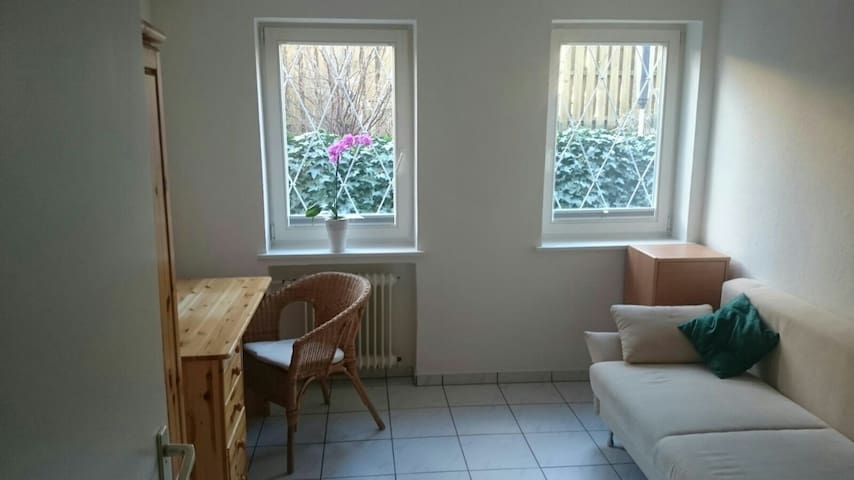 Zentrale Messe Wohnung / 2 Zimmer - Hannover - House