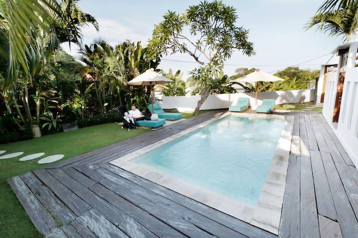 KAYU-Wohnung mit Pool im Küstenort Canggu