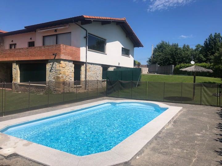 Casa en Meruelo con piscina privada cerca playas