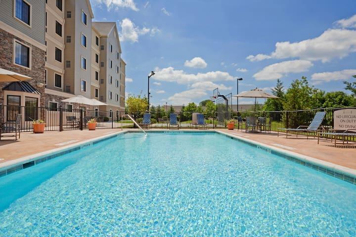 King Suite. Free Breakfast. Seasonal Outdoor Pool. Gym. Great for Business Travelers!