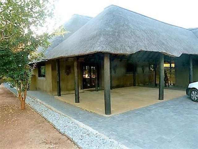 Ehlatini Self Catering 4* Game Lodge - Hoedspruit - Gîte nature