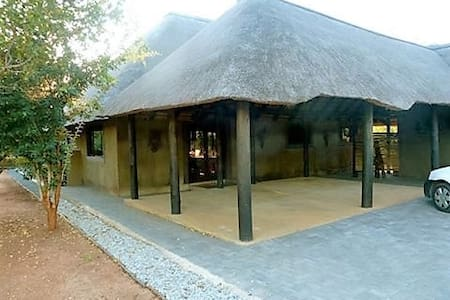 Ehlatini Self Catering 4* Game Lodge - 荷兹普鲁伊(Hoedspruit)