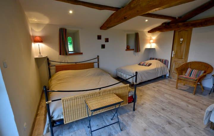 """Chambre familiale """"Cuzco"""" à 13kms du Puy du Fou"""