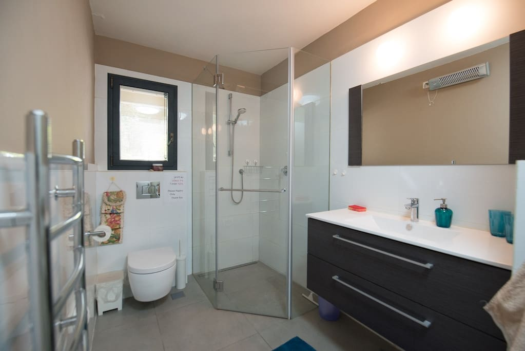 Spacious bathroom , brand new and modern! Shampoo, body soap and hair fan are included