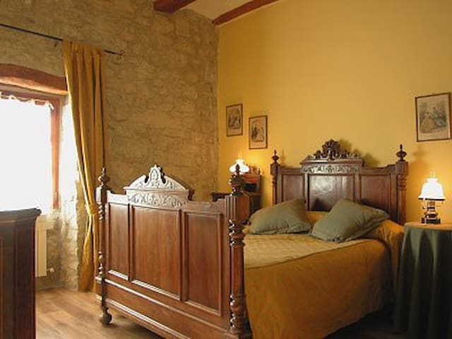 Hotel,bar-restaurante. Hab.16 - Miranda de Arga - Bed & Breakfast