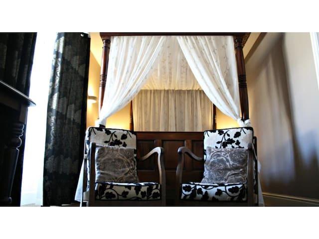 Luxury 4 Poster - En-Suite