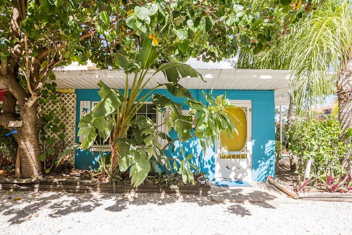 PRIVATE BEACH OPEN* Beach 2BR Bungalow *POOL* PETS