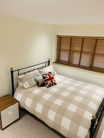 Cosy and Spotless Double bedroom in Lovely House.