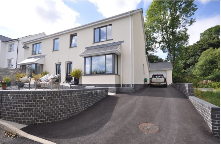 3BD, Sea views & 2min walk to beach - Llansteffan  - Casa