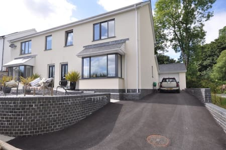 3BD, Sea views & 2min walk to beach - Llansteffan  - House