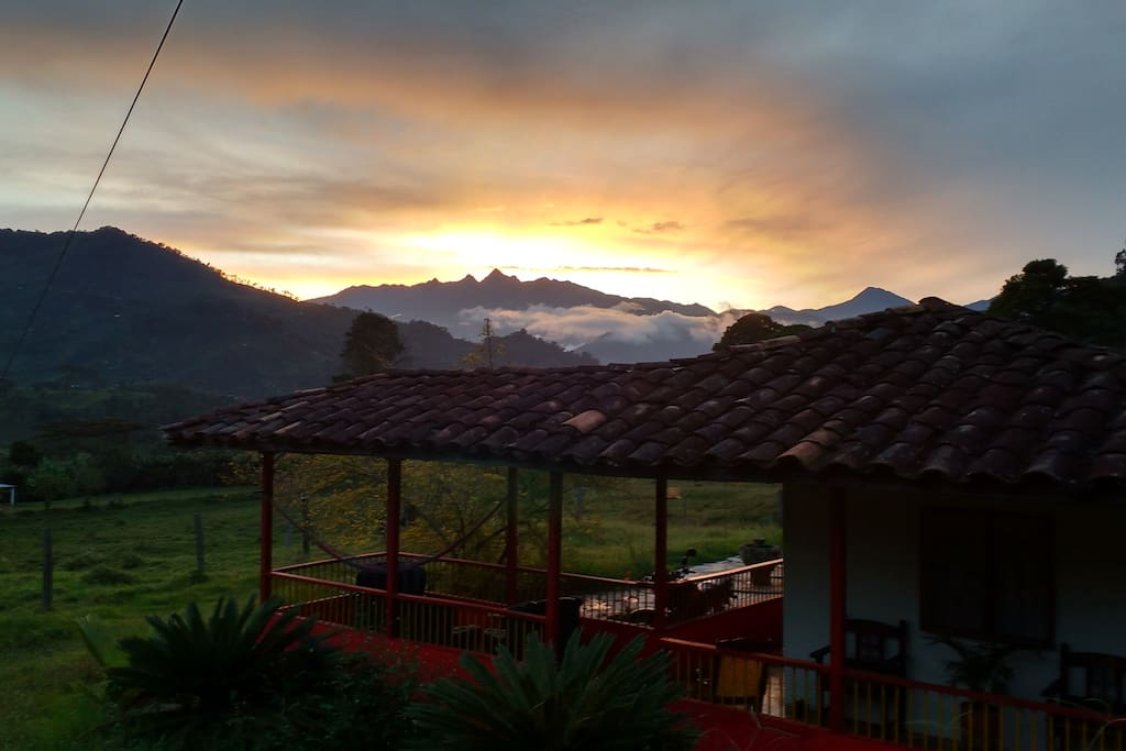 Casa finca con hermosa vista cabins for rent in jard n for Antioquia jardin