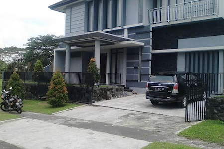 Uncle Ton House 3BD with Great View - Pandaan - Hus