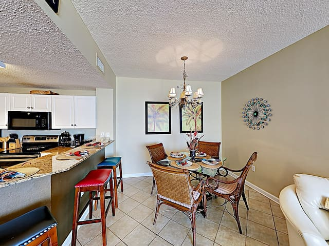 When delicious meals are ready, gather at the 4-person dining table.