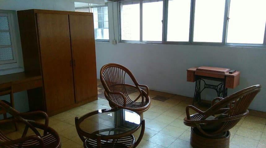 Cozy and spacious room in Beidou北斗,近溪州公園 公路花園 夜市 - Beidou Town