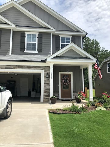 Beautiful porch and 4 bedrooms in Evans