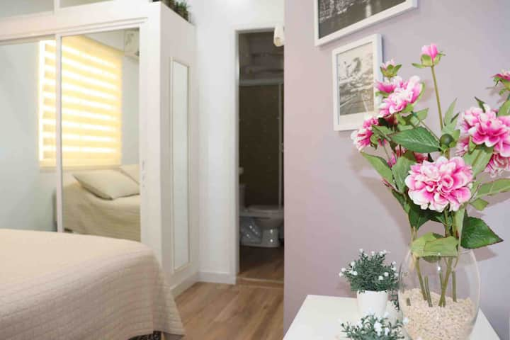 Cute Private Room /nearby Airport/ 10 min downtown