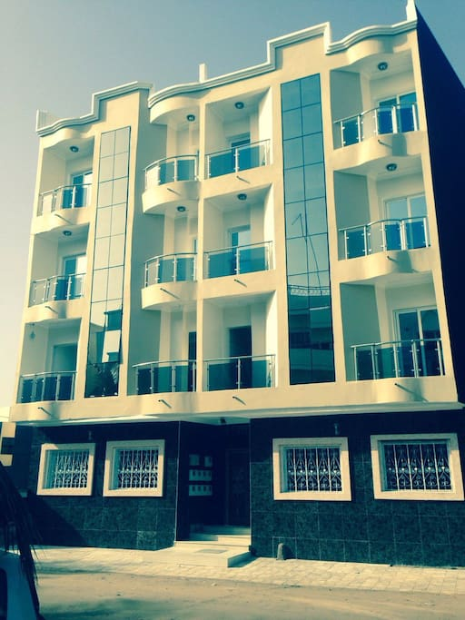 Modern furnished studio one bedroom houses for rent in for Salon 7 places dakar