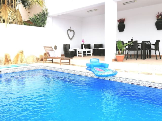 5 star luxury house ! Private pool and jacuzzi!!!