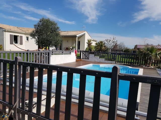 Villa avec piscine (chauffée) proche de la mer. - Montpellier-de-Médillan - Dom