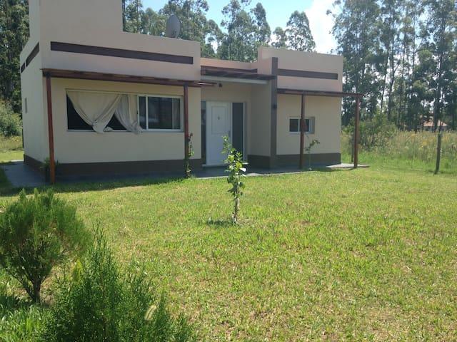 Casa cómoda y tranquila a 600 m de las Termas - Federación - Haus
