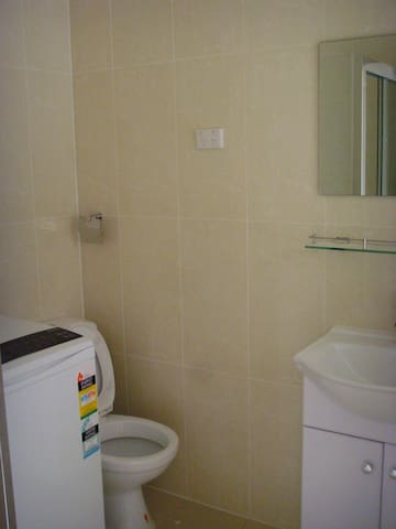 Excellent Clean & Tidy House – Single/Double Room - Revesby - Huis