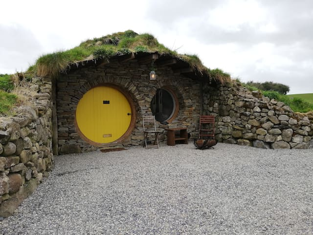 Mayo Glamping - Roisin Bui (Hobbit Hut)