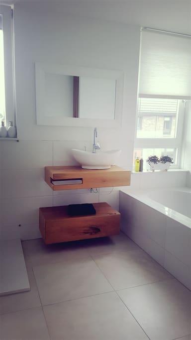 badkamer met apart bed, douche en 2de toilet