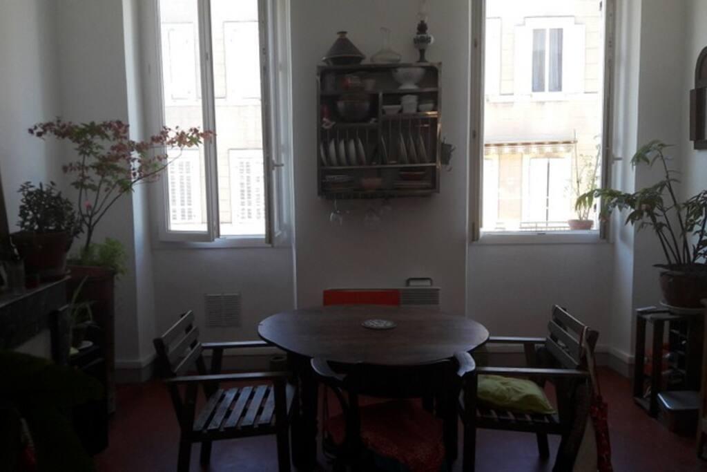 Chambre dans appartement t3 4 proche st charles for Appartement design friche gare st charles vieux port