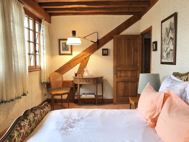 Double bedroom in private luxury house Lyon escape