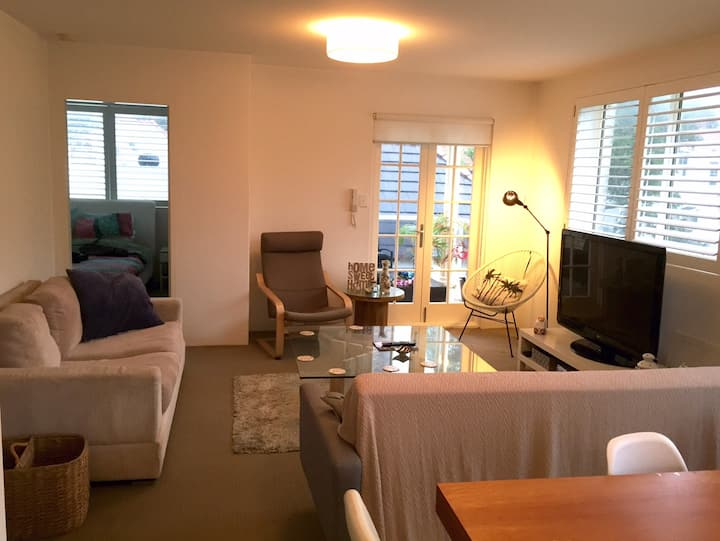 Large Bedroom with own bathroom in Manly