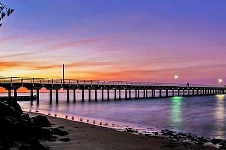 Serendipidy@the pier - beach/pier front + wifi