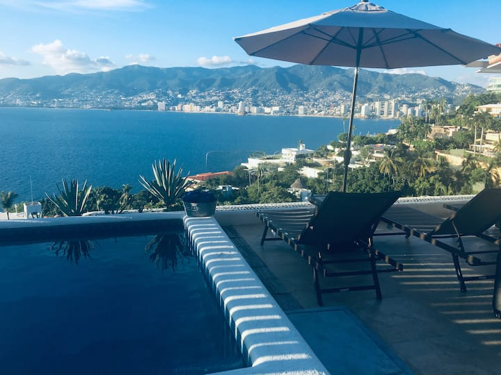 Hermosa Villa Mediterranea en Marina Las Brisas