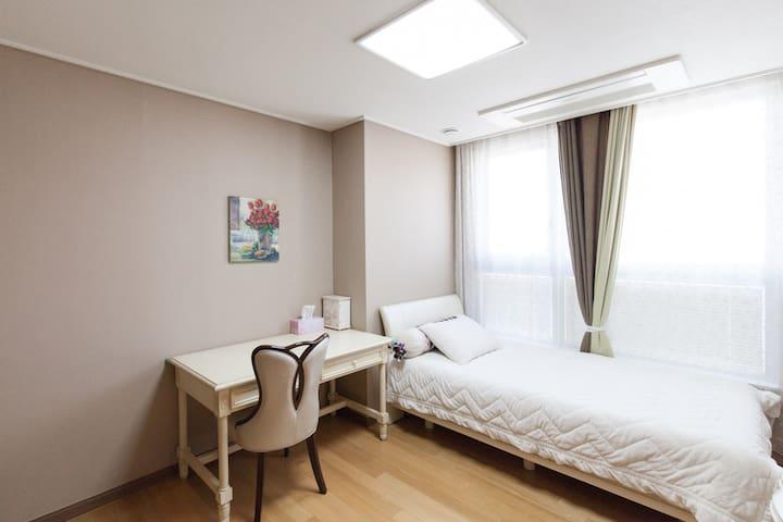 Modern room in great location! - 서울특별시 - Apartamento