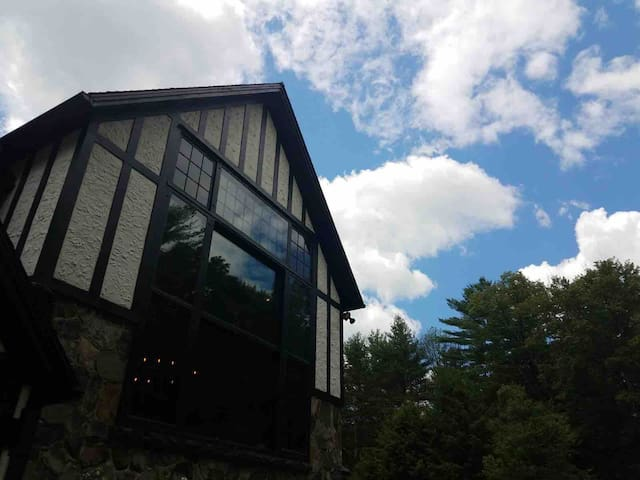 Happy House - A Sanctuary in Woodstock