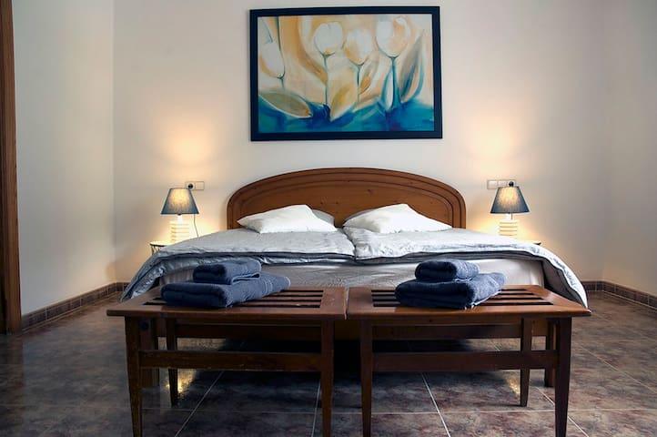 Schlafzimmer Obergeschoss mit separatem Bad