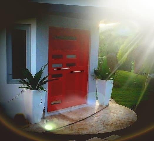 """""""Red Door Stay RDS"""" Comodidad estilo y privacidad"""