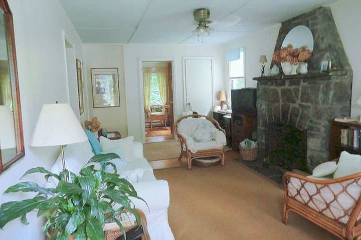CHARMING ROOM Garden Cottage 5 min to Bethel Woods - Smallwood - Casa