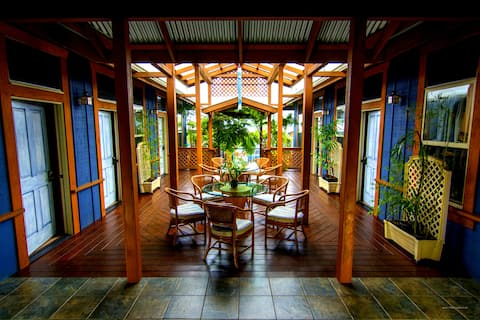 Private Suite (I'iwi) - Downtown Hilo