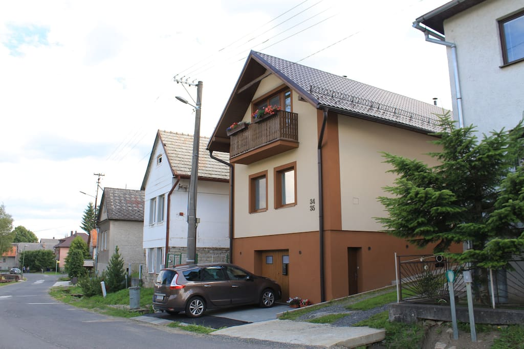 Dom v ulici / The house in the street