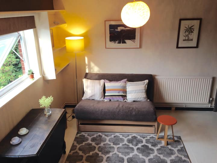 City Apartment, Norwich Lanes. Paid parking nearby