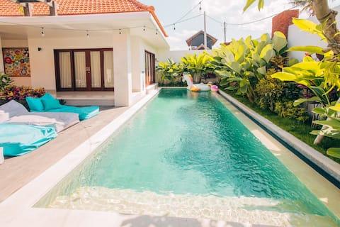 Bright big luxury private villa in central Canggu!