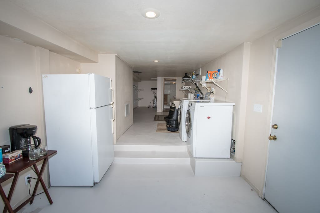 Fridge, coffee maker, washer and dryer for guests to use