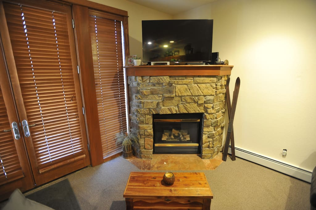 Fireplace and Flatscreen!