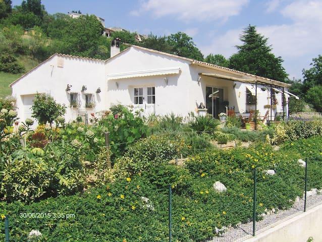 Homestay in villa - Montagnac-Montpezat - Vila